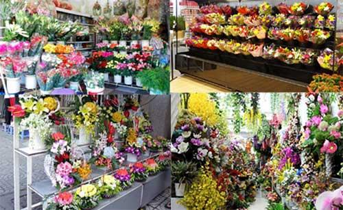 Kệ trưng bày hoa tươi đẹp cho cửa hàng nhỏ