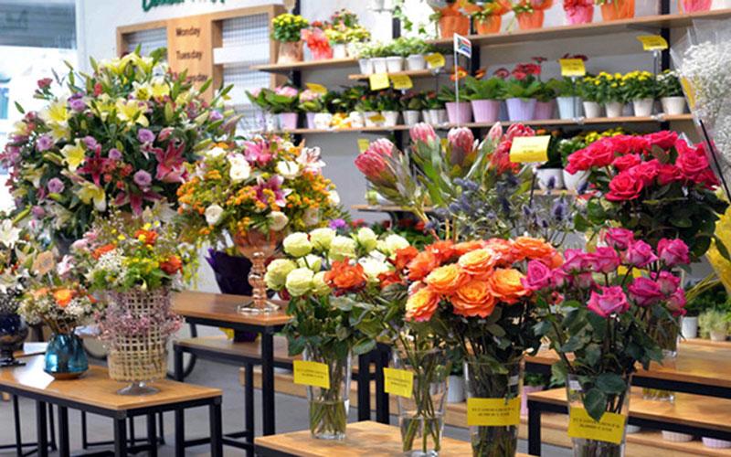 Làm kệ trưng bày hoa tươi đẹp tại TP.HCM