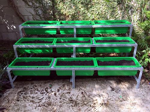 Làm giá kệ trồng rau bằng sắt V lỗ giá rẻ